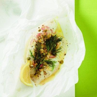 Filets de sole en papillote avec julienne de légumes au citron et à l'aneth