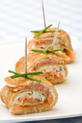 Cr pes roul es au saumon fum ch telaine for Hors d oeuvre avec saumon fume