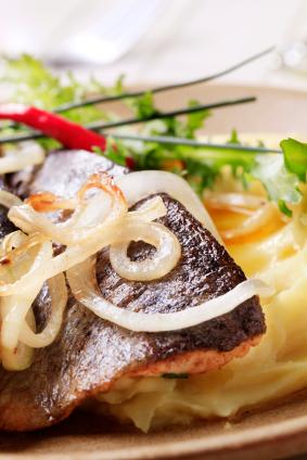 Truite grillée et salsa de champignons et câpres