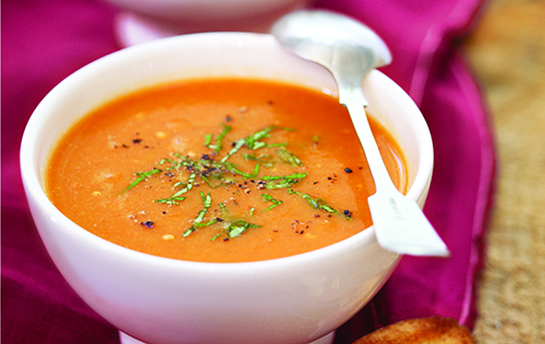 Potage aubergine, poivrons rouges et tomates grillés