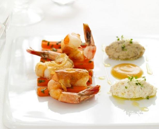 Crevettes croustillantes, carottes m'chrmel, zaalouk d'aubergines, ricotta à la semoule de blé et soupçon de bissara de Meryem Cherkaoui