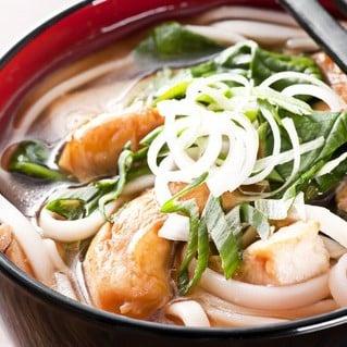 Une soupe au poisson copieuse, parfumée au gingembre.
