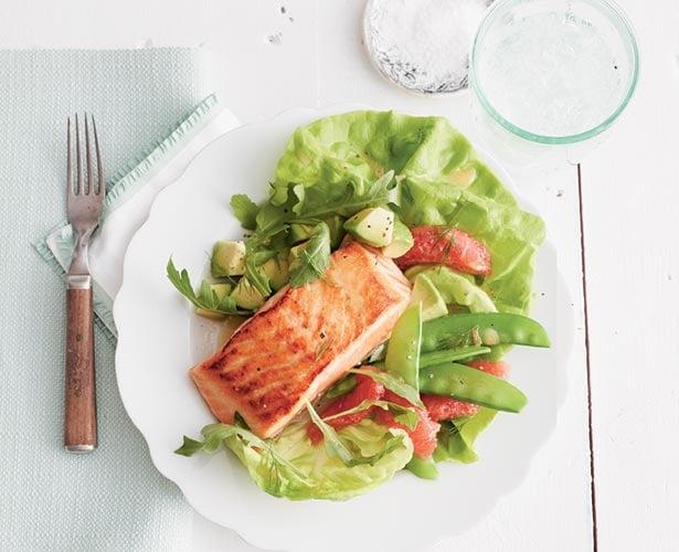 Salade au saumon rôti et au pamplemousse rouge