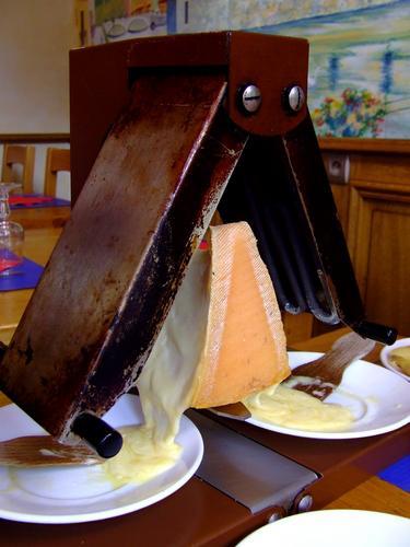 raclette les fromages les mieux adapt s ch telaine. Black Bedroom Furniture Sets. Home Design Ideas