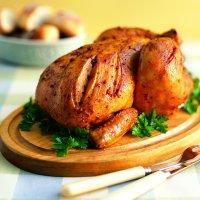 Poulet rôti au romarin, sauce à la moutarde et à l'érable