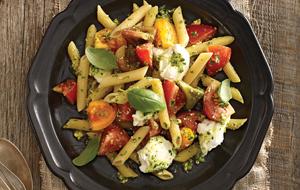 Pennes aux tomates, mozzarella et pesto