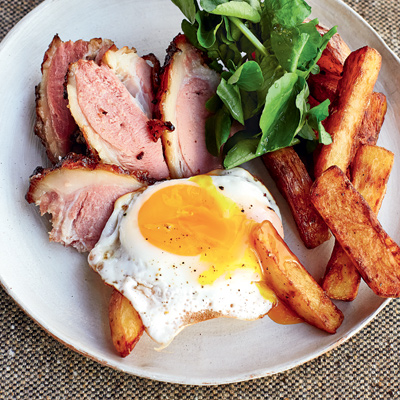 Jambon jerk, servi avec œufs et frites