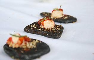 Crabe d'Alaska, tomates cerises, fleur de sureau, masala sauvage du chef Guillaume Daly