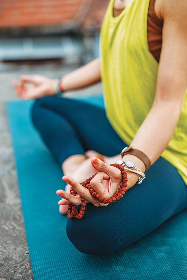 Femme-Position-Yoga-Bracelets