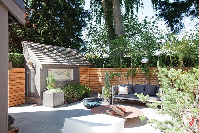 Une maison avec jardin ch telaine for Decoration exterieure maison