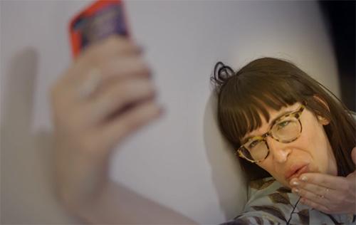 Doigt de dame: Réussir son «selfie» avec Catherine Éthier