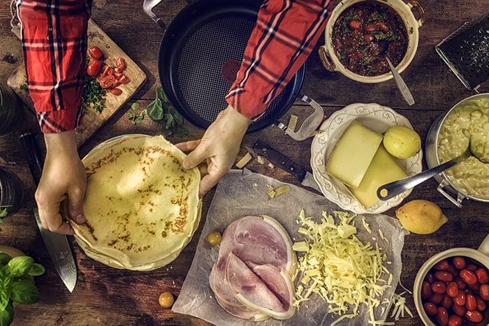 Crêpes de sarrasin farcies au jambon, fromage et champignons