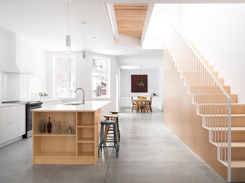 """<h1>Plancher contemporain</h1> <p>Dans ce duplex aménagé par la firme québécoise de design et de construction <a href=""""http://labri.ca/project/rivard/"""" target=""""_blank"""">L'Abri</a>, le plancher de béton trouve sa place dans un espace moderne et épuré.</p>"""