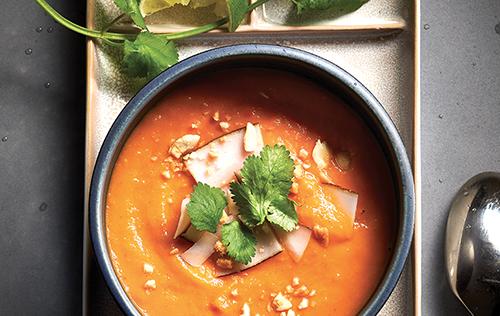 Potage thaï aux patates douces et au cari rouge