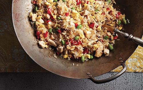 Riz frit à l'ail et au poulet