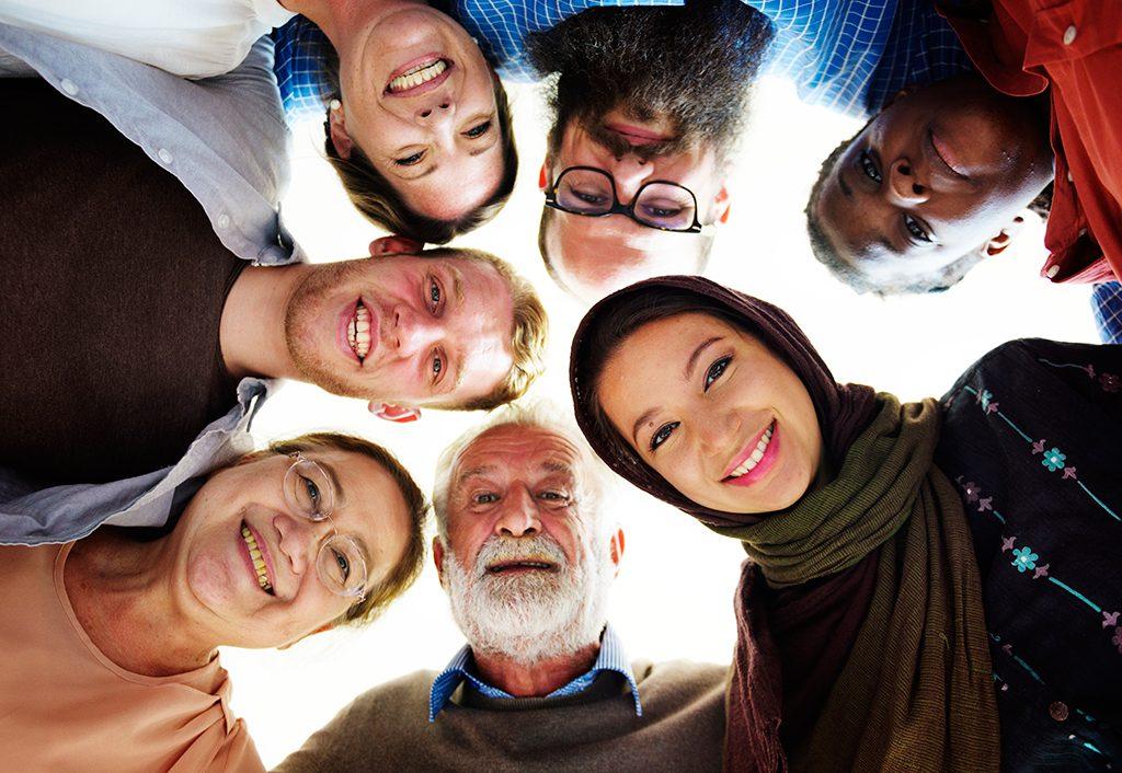 Groupe de personnes multiethniques