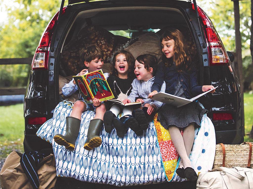 vacances en famille 7 bonnes raisons de sortir de la maison ch telaine. Black Bedroom Furniture Sets. Home Design Ideas