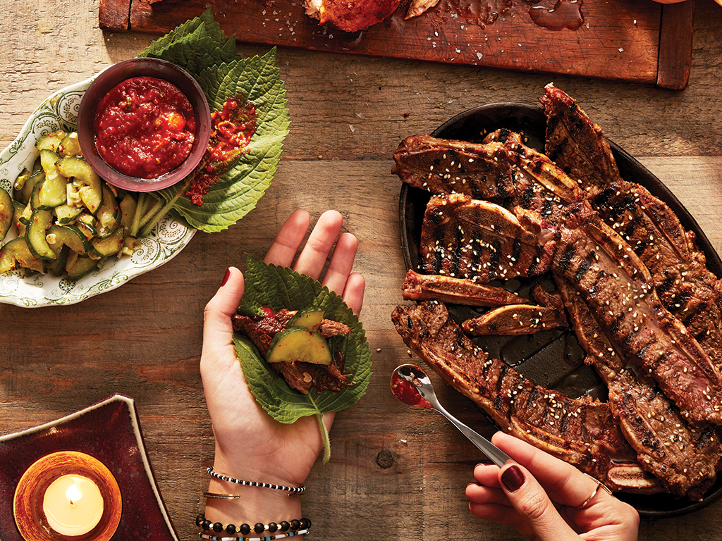 Kalbi (bouts de côtes de bœuf à la coréenne) et sauce ssamjang - Châtelaine