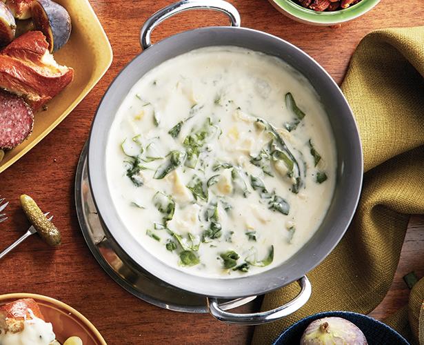 Trempette-fondue au fromage, aux artichauts et aux épinards