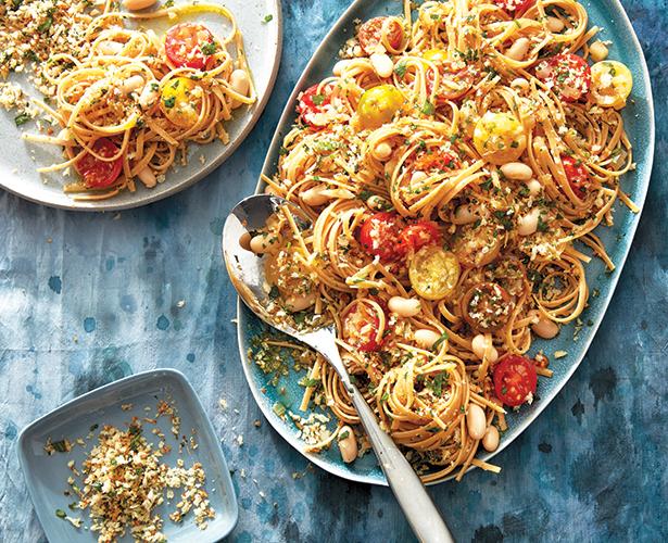 Pâtes aux haricots et aux tomates à la toscane