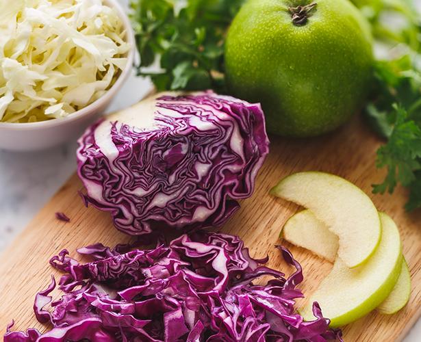 Salade de chou crémeuse à la pomme et coriandre