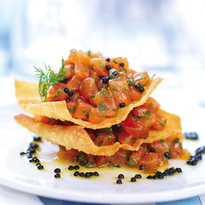 Tartare de saumon sur chips de wontons
