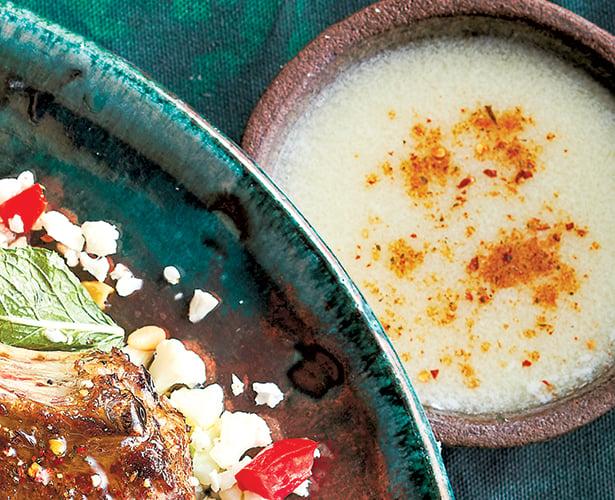 Sauce du Moyen-Orient à l'ail (toum)