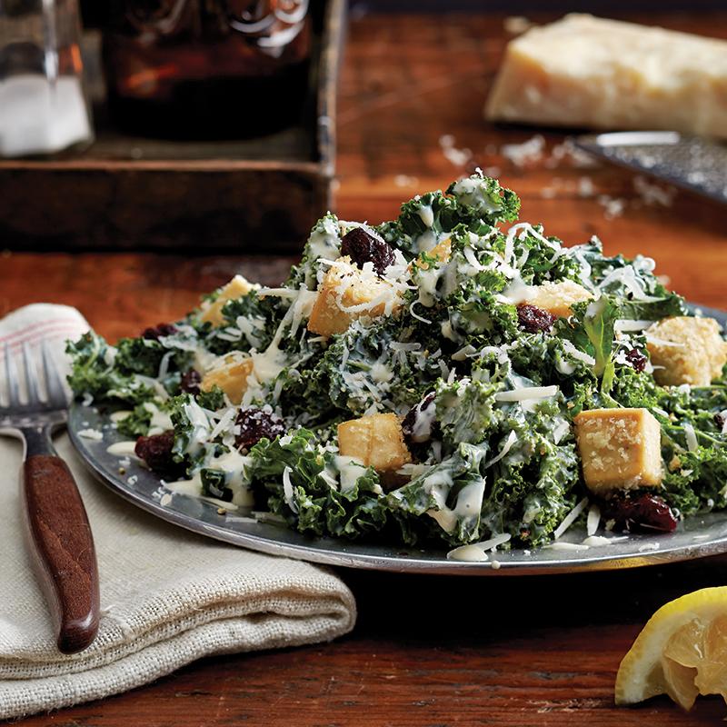 Lundi : Salade César au chou frisé et aux croûtons de tofu