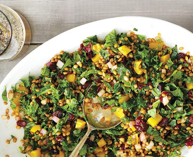 Salade de grains de blé, chou frisé et canneberges