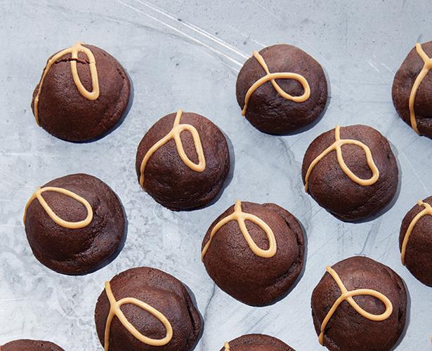 Biscuits fourrés au caramel salé