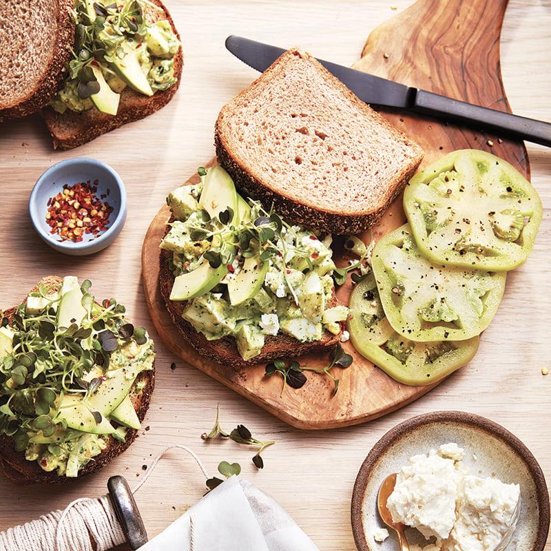 Sandwichs à la salade d'œufs et aux verdures