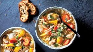 Bol de soupe au poulet