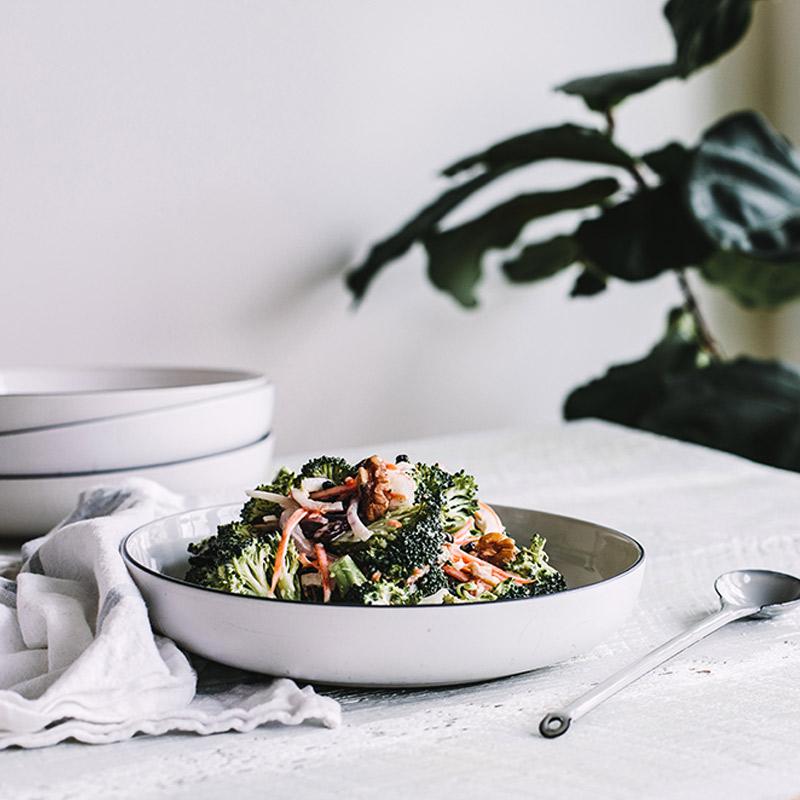 Salade de brocoli cru et de noix