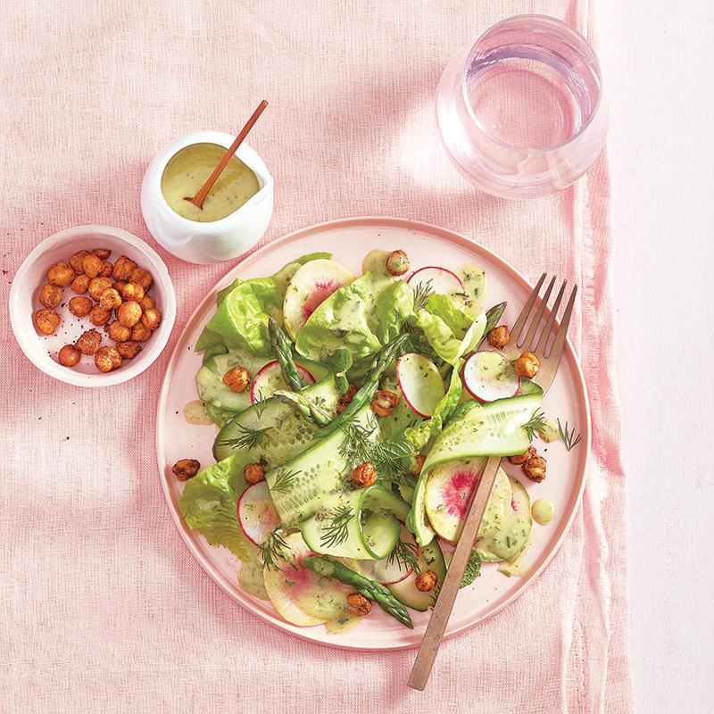 Salade d'asperges, de concombres et de radis