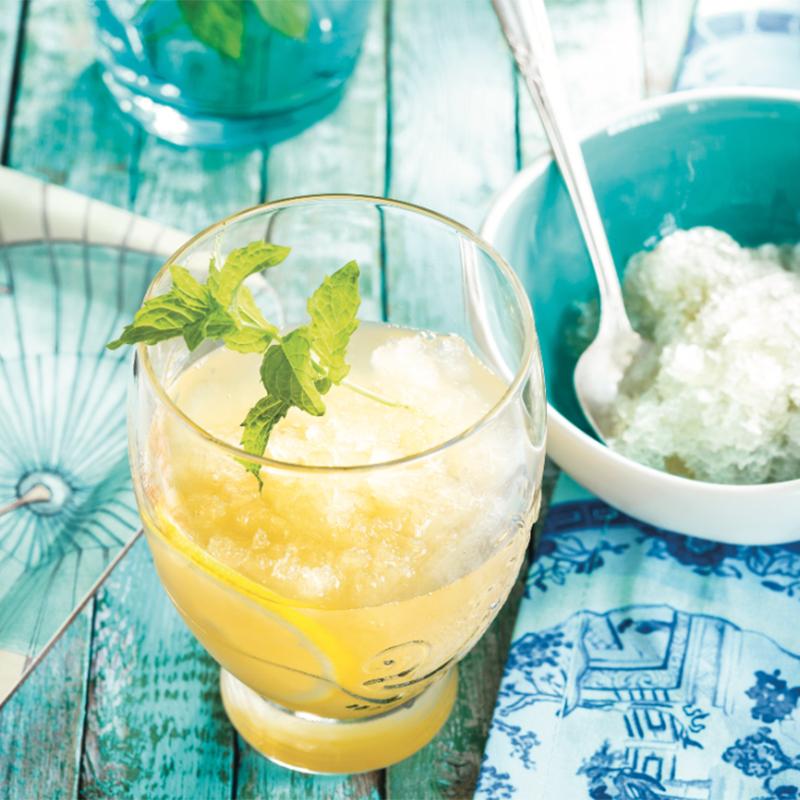 Thé glacé menthe-citron avec granité au gingembre