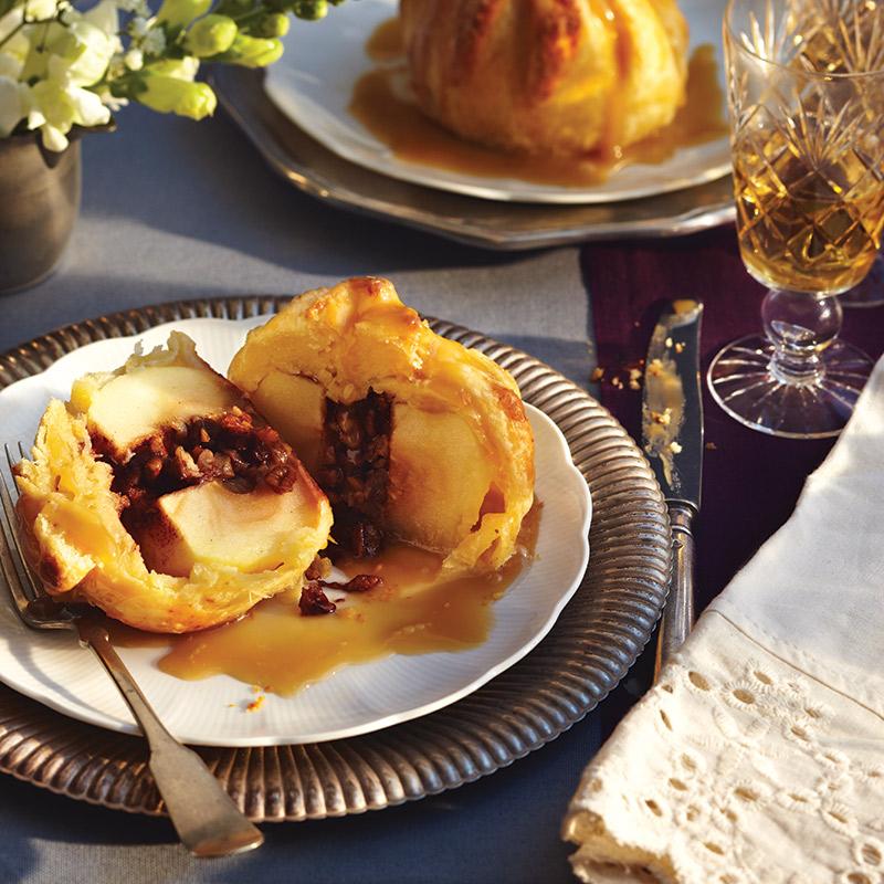 Dumplings à la tarte aux pommes avec sauce caramel