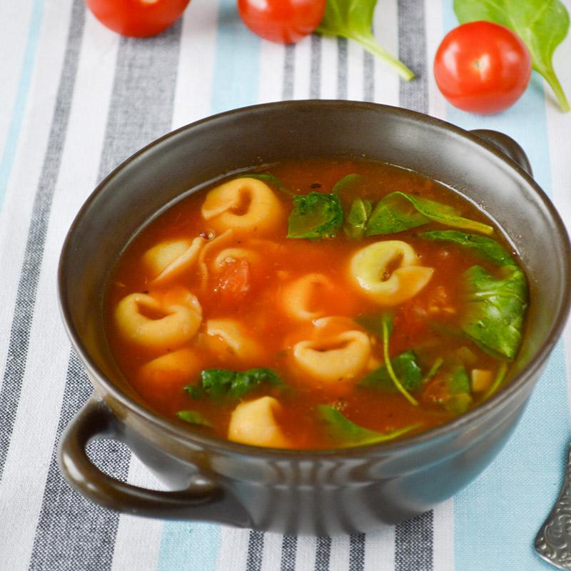 Soupe aux légumes d'automne et aux tortellini