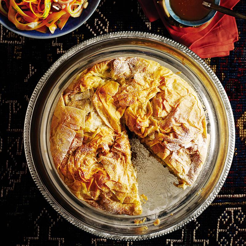 Pastilla au poulet et aux amandes et sa sauce harissa